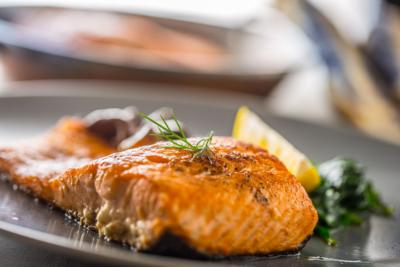 photo pavé de saumon grillé à l'huile de noisettes